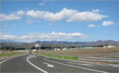 田舎の道路と青い空